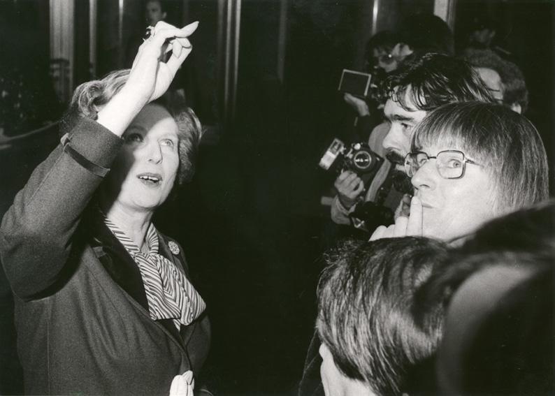 Margaret Thatcherová s novináři, 27. 11. 1981 (foto: Archiv Evropské komise)